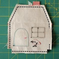 Door Weight House Step by Step with Mold - Crafts For .- Casinha Peso de Porta Passo a Passo com Molde – Artesanato Passo a Passo! Door Weight House Step by Step with Mold More - Sewing Hacks, Sewing Tutorials, Sewing Crafts, Sewing Projects, Sewing Patterns, House Quilts, Fabric Houses, Ornament Drawing, Ornament Tutorial