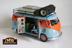 http://images.forum-auto.com/mesimages/237465/VWType2DeliveryvanBlueGulfGulfOrange01.jpg