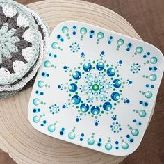 Dot Art Painting, Mandala Painting, Pottery Painting, Ceramic Painting, Glass Plate Flowers, Flower Plates, Cup Art, Mandala Dots, Painted Pots