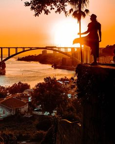 Sunset aesthetic city of Porto. This beautiful orange sunset sky and silhouette makes the best pics for sunsets tumblr. In Spring and summer this city sunset and sunrise spot is worth a visit. Discover all the beautiful city sunset spots in Porto with these sunset photography tips. Shoot the best sunset pics and wall papers of this nature are in the city. #sunset #aesthetic #silhouette #citysunset #wallpaper #sunrise #orangesunset