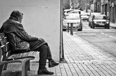Ensaio fotográfico apresenta momentos de solidão ao redor do mundo. Artista: Diogo Nunes.  Barcelona, Espanha