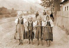 Jaklovce (Dolný Spiš) Slovak Children Heart Of Europe, Folk Dance, Nassau, Czech Republic, Vintage Children, Old Photos, Character Design, Culture, People