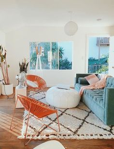 Gingerly Witty: Home Decor: 8 Tips to Nailing California Eclectic Decor - California Eclectic effortless decor Anthropologie style home; blue velvet sofa Informations About G - Living Room Inspiration, Home Decor Inspiration, Living Room Designs, Living Spaces, Home Interior, Interior Design, Modern Interior, Home And Deco, Decor Room