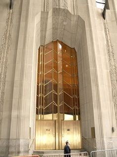 1 Wall Street, New York art deco gold (photo by colros)