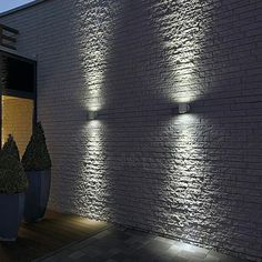 Hottest Outdoor wall lighting trends 2014 is part of Modern lighting Table - Although the industry continues to bring more and more outdoor wall lighting to the marketplace, outdoor lighting will forever be on our wish list Outdoor Sconce Lighting, Outdoor Wall Lamps, Fence Lighting, Outdoor Walls, Lighting Design, Lighting Ideas, Landscape Lighting, Backyard Lighting, Bathroom Lighting