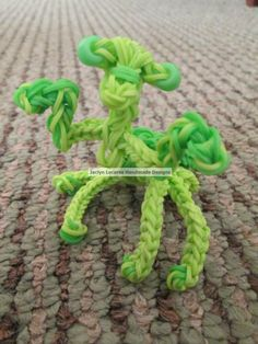 PRAYING MANTIS. Designed and loomed by Jaclyn Lecaros. (Rainbow Loom Obsessions FB page) Click on photo for pictorial.