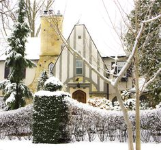 A home in Minneapolis, Minnesota on my way to work. A home in Minneapolis, Minnesota on my way to work. Cottage Porch, Cozy Cottage, Cottage Living, Tudor Style Homes, Cottage Style Homes, Maison Tudor, Cottages Anglais, Happy December, Tudor House