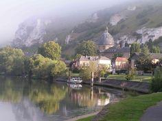 Les Andelys, Seine-petit-andely-dans-la-brume.jpg