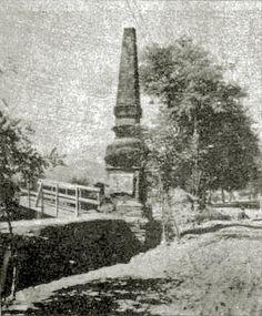 """La """"Pirámide"""" recién restaurada, en 1917, en imagen publicada en la obra """"Los nichos de Providencia en los antiguos tajamares""""..."""