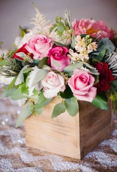 ~ Carmen I hope that you will enjoy these beautiful roses in honour of your special week donna Arte Floral, Deco Floral, Floral Design, Beautiful Flower Arrangements, Floral Arrangements, My Flower, Pretty Flowers, Flower Boxes, Beautiful Roses