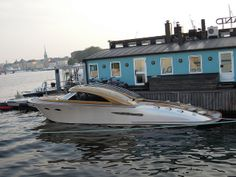 Now I am not one for speedboats, but this one is my style.