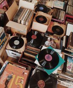 Music Aesthetic, Aesthetic Vintage, Aesthetic Photo, Aesthetic Pictures, Photo Wall Collage, Picture Wall, Aesthetic Backgrounds, Aesthetic Wallpapers, Retro Vintage