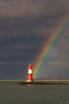 Leuchtturm Ostmole in Warnemünde bea lighthouses Lighthouse Drawing, Lighthouse Pictures, Rainbow Sky, Beacon Of Light, Baltic Sea, Great Shots, Aurora Borealis, Belle Photo, Northern Lights