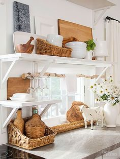 Make kitchen into a cottage-style dream! Pick up our tips and get inspiration from our photo gallery for beautiful cottage style kitchens filled with vintage and flea market finds, soft whites and blue paint and glass-door kitchen cabinets. Farmhouse Kitchen Island, Cottage Kitchens, Home Kitchens, Farmhouse Decor, Country Kitchen, Rustic Kitchen, Modern Farmhouse, Farmhouse Style, Style Cottage