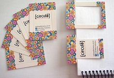 Cartão de visita que pode ser um marcador de páginas. Desenvolvido pela Circulô para a Circulô! Papel triplex, verniz total frente e faca especial.                                                                                                                                                                                 Mais