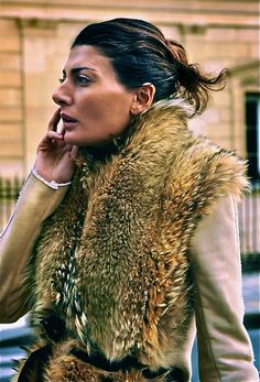Giovanna Battaglia - the belted fur scarf  She is PERFECTION!