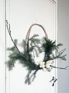 Wreath diy idea via Musta Ovi