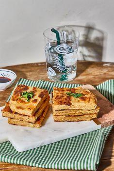 Ezerrétegű húsos lepény Mengyitől recept | Street Kitchen Biryani, Feta, Tapas, French Toast, Food And Drink, Bread, Breakfast, Foods, Drinks