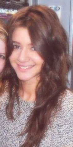 Her hair and makeup us always flawless! WHY am I not as pretty as her?