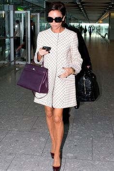 my style… Victoria Beckham. Balenciaga collar-less dress with Hermes Birkin. Moda Victoria Beckham, Style Victoria Beckham, Spice Girls, Kelly Bag, Look Fashion, Fashion Outfits, Womens Fashion, Fashion Trends, Hermes Kelly
