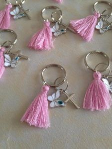 Martyrika Key chain-Martirika-witness pins Key Ring size 25 mm Butterfly silver Mati Cross size Tassel size They can also be used as favors Fast shipping Thank you for looking Bead Crafts, Jewelry Crafts, Diy And Crafts, Diy Keychain, Tassel Keychain, Baptism Favors, Baby Shower Favors, Baby Shower Souvenirs, Christening Favors