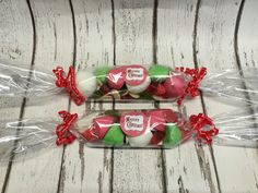 Christmas themed sweets / candy in clear cellophane wrapped crackers Christmas Sweet Cones, Christmas Crackers, Christmas Sweets, Christmas Birthday, Christmas Themes, Christmas Crafts, Xmas, Christmas Ornaments, Cellophane Wrap