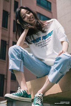 Korean Fashion – How to Dress up Korean Style – Designer Fashion Tips Set Fashion, Asian Fashion, Look Fashion, Girl Fashion, Fashion Outfits, Photography Poses, Fashion Photography, Popular Photography, Boyish Style