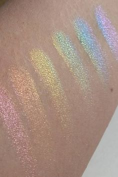Yaaass, A Woman Found A Way To Re-Create That Amazing Rainbow Highlighter