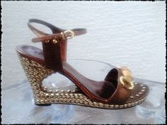 Special wedged sandals!