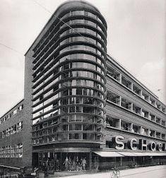 EXPRESIONISMO. Almacenes Schocken Mendelshon Stuttgart Torre, por Erich Mendelsohn(1926-1928Erich ). Los almacenes Schocken estaban construidos con una estructura de acero, el edificio mostraba tres de sus fachadas con ladrillo visto de color muy oscuro.