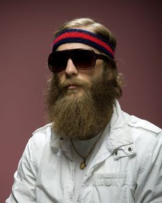 This site has so many beard pictures we're about to die of happiness.
