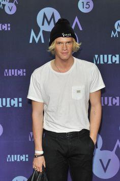 Pin for Later: Die Stars feiern eine riesige Party bei den Much Music Video Awards Cody Simpson