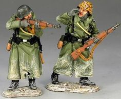World War II German Winter BBG025 Volksgrenadier Rifle Support - Made by King and Country Military Miniatures and Models. Factory made, hand assembled, painted and boxed in a padded decorative box. Excellent gift for the enthusiast.