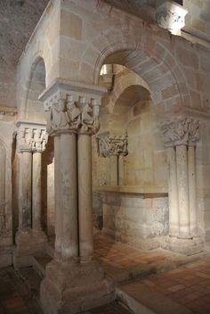 Interior de la iglesia de San Juan de Duero (siglo XII): templete del lado del evangelio