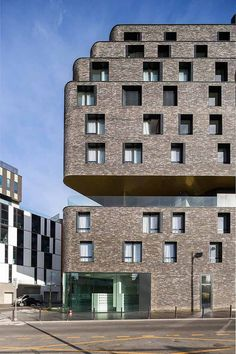 In Portes des Lilas, Paris tries to reinvent urban planning to repair some scars caused by motorways cutting through the city and to create a continuous urban development towards the suburbs.