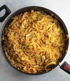 Ramen Noodle Cabbage Stir Fry Recipe – Build Your Bite - Vegan Cauliflower Stir Fry Ramen Noodles, Raman Noodles, Fried Ramen, Veggie Stir Fry, Stir Fried Cabbage Recipes, Cabbage Stir Fry, Cooked Cabbage, Stir Fry Recipes, Cooking Recipes