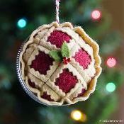 Christmas Pie Ornament - via @Craftsy