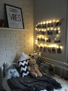 Hi 👌 #home #homedecor #lights #photos #goodvibes Cute Bedroom Decor, Room Ideas Bedroom, Small Room Bedroom, Cool Teen Bedrooms, Bedroom Decor For Teen Girls, Girl Bedrooms, Cozy Room, Aesthetic Bedroom, Dream Rooms