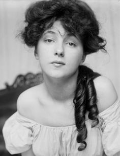 Public Domain Photos and Images: Portrait of Evelyn Nesbit by James Carroll Beckwith