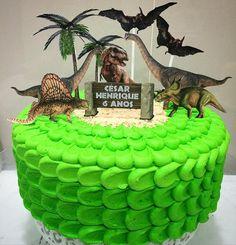Muitos dinossauros para o César Henrique comemorar seus 6 anos!
