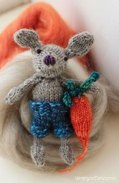Knitted Mouse and Carrot Pattern