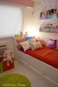 Decoração de quarto de menina feita por mim.