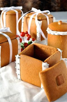 Gingerbread Boxes and Mason Jars - completely edible gifts! The jars are made by wrapping dough around a can. No cookie cutters, mixers or any special equipment required. - Cute idea for presenting hand made candies Edible Christmas Gifts, Edible Gifts, Christmas Gingerbread, Noel Christmas, Christmas Goodies, Christmas Desserts, Christmas Baking, Christmas Treats, Gingerbread Cookies