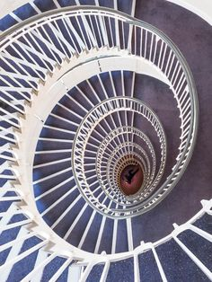 © Chrissa Stamatopoulou / Architextures «Δεν θα με δεις συχνά να φωτογραφίζω το εικονικό Λονδίνο, γιατί δεν είναι αυτό που ζω καθημερινά. Μια πρόσοψη, ένας ψηλός πύργος, ένα τούνελ».