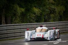 The #1 Audi Sport R18 eTron Quattro at Speed