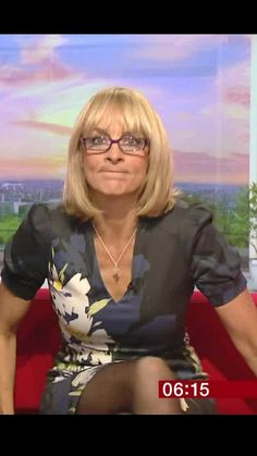 Cute Dress Outfits, Sexy Outfits, Bbc Breakfast Presenters, Sexy Older Women, Sexy Women, Carol Kirkwood, Stunning Girls, Beautiful, Older Beauty