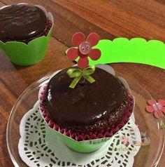 Cupcake de chocolate, massa deliciosa, úmida e perfumada.