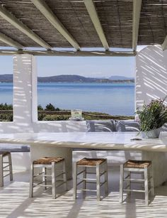 This Greek dream holiday home oozes a tangible laid-back atmosphere thanks to a relaxing combination of hot sunshine and a cooling breeze off the sea. Mediterranean Houses, Outdoor Spaces, Outdoor Living, Greek House, Terrace Design, Villa Design, Design Hotel, Design Design, Beach Cottages