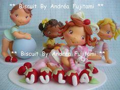 Kit para decoração de Bolo Turma da Moranguinho Baby. <br>Para personalização envie nome da criança.