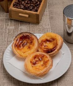 You will love to learn how to make these popular Homemade Portuguese Custard Tarts. Be sure to watch the video tutorial now. We recently discovered Portuguese Custard Tarts and we couldn't resist sharing a recipe to Portuguese Custard Tart Recipe, Portuguese Egg Tart, Portuguese Desserts, Portuguese Recipes, Bakery Recipes, Tart Recipes, Dessert Recipes, Cooking Recipes, Bread Recipes